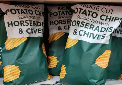 Trader Joe's Ridge Cut Potato Chips Seasoned with Horseradish & Chives Reviews